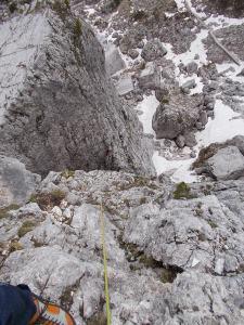 Dalla cima della Quarta Alta, lì sotto il mio compagno m'assicura dall'intaglio stando sulla Quarta Bassa