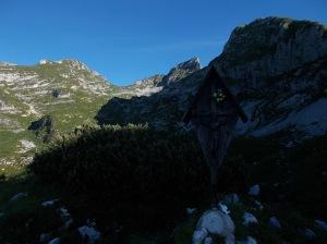 Alla base della val Sughet, ecco la cresta Sud-Est della Manera