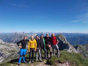 Cima Manera (o Cimon del Cavallo) con alcuni amici incontrati senza appuntamento a quota 2251 metri slm