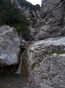 Attraversando una valletta dove l'acqua scorre limpida