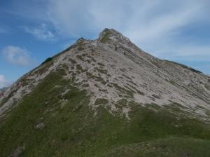 Dal passo, la cresta che porta a cima Cadin