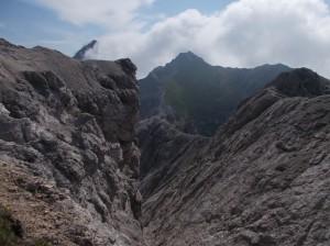 Cima Cadin vista durante il percorso sulle cime Postegae