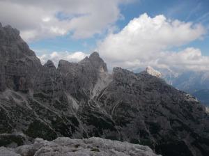 Forcella e cima del Vallone. A destra spunta la cima Alta di Riobianco
