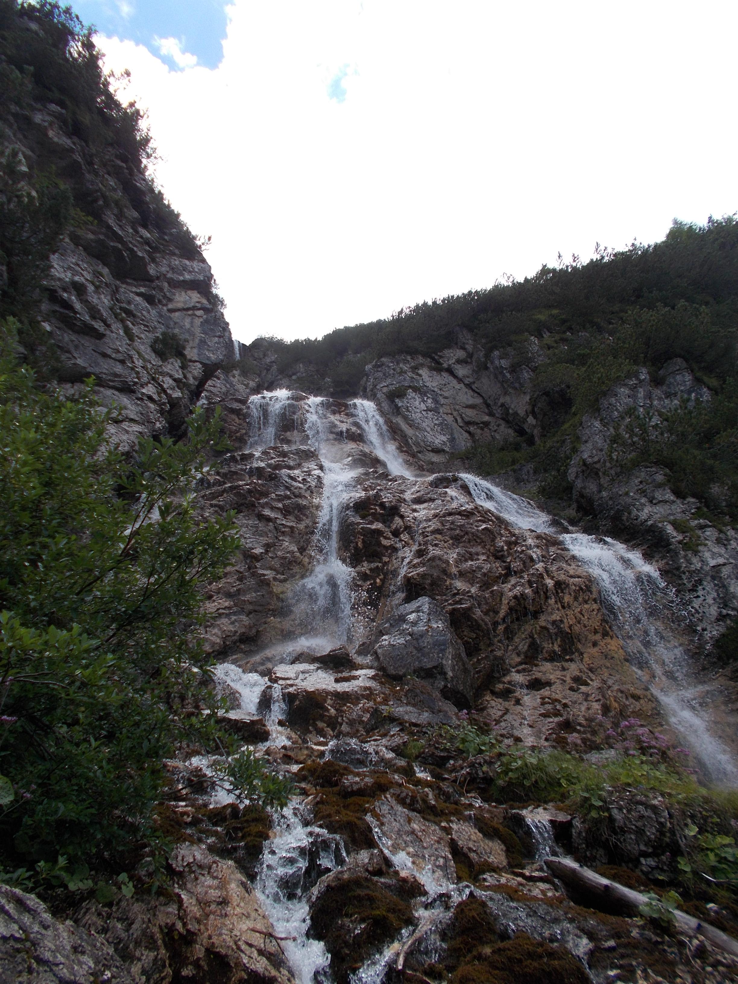 Semplice escursione al laghetto del vach ritorno alle for Cascata laghetto