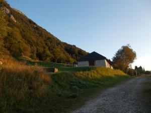 I colori caldi dell'alba su casera Capovilla