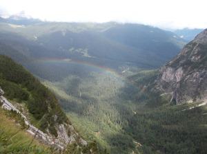 Inaspettato arcobaleno sotto di noi