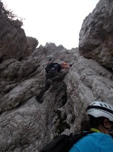 Un bel passaggio di II grado scelto in discesa per la roccia buona