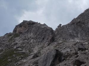 Il canale di salita e, a sinistra, cima Livia
