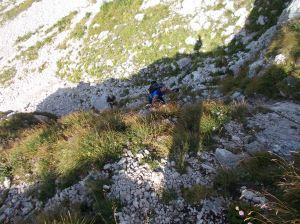 Abbandoniamo il sentiero principale per salire verso forcella dei Furlani