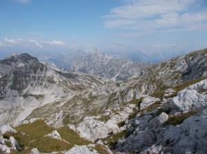 Stupendo panorama verso i monti dell'Alpago e le Dolomiti Friulane. La foschia non ci permette di ammirare oltre