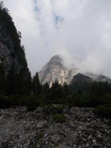 Pian Meluzzo, vista sul Campanile del Rifugio e la parete Sud della cima Meluzzo