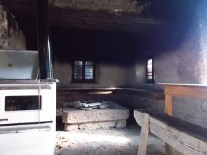 Interno della casera La Vareta